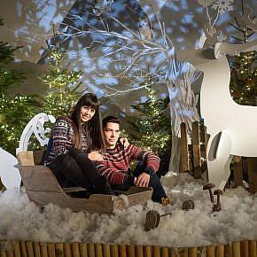 Sedinta foto de cuplu la studio de Craciun
